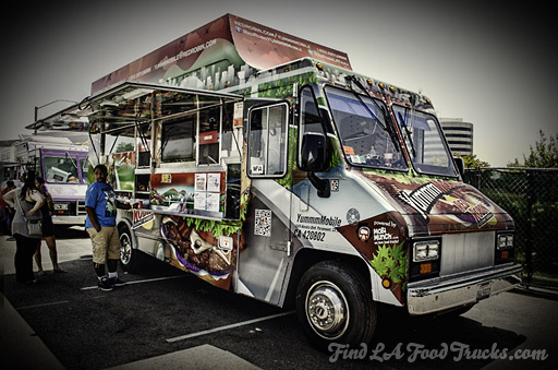 Red Robin YUMMMMobile LA Food Truck Photo #2